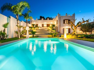Photo for Exclusive villa with private pool and wellness centre, only 3km from the sea!