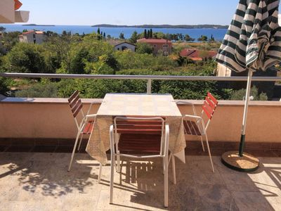 Photo for One bedroom apartment with terrace and sea view Fažana (A-2290-c)