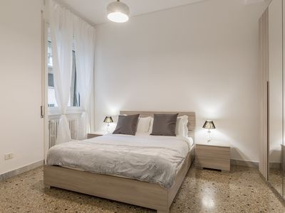 Photo for Modern and bright flat 15min from Trastevere