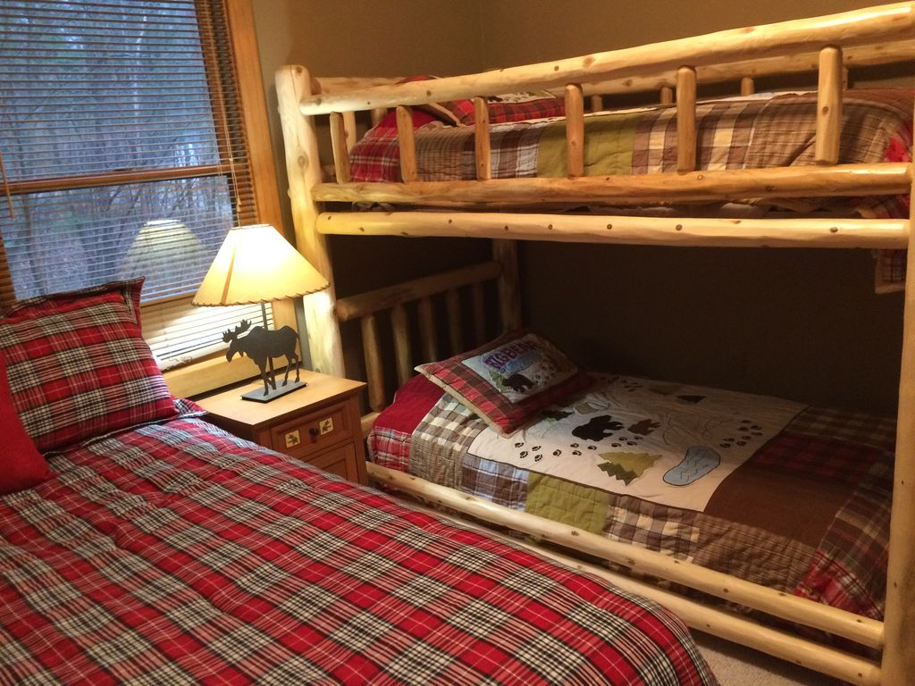 2nd Bedroom W/queen Bed And Bunkbed Finely Decorated With The Up North  Appeal!