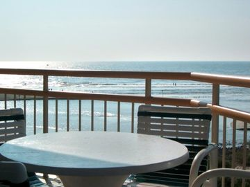 Gorgeous Tower South Remodel 3BR/3BA / Superb Furnishings, View, WiFi & Locker!