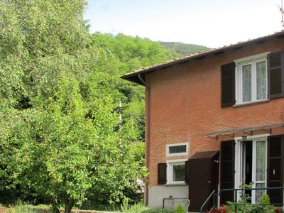 Photo for 2 bedroom Villa, sleeps 4 with WiFi and Walk to Shops