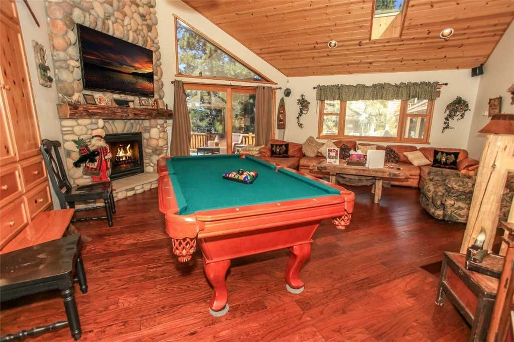 The Lake House Pool Table And Hot Tub VRBO - 84 pool table