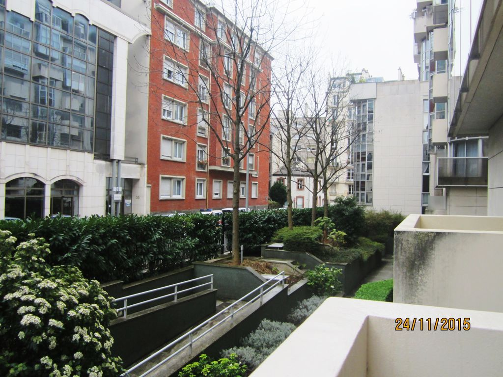 Modern studio with balcony near the parc des expositions for Parking parc des expositions paris