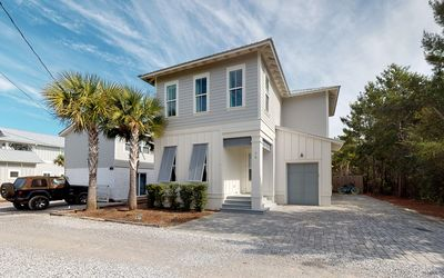 Photo for Seaside Adventure - 4 bed 4.5 bath Seagrove home with private pool  4 bikes !
