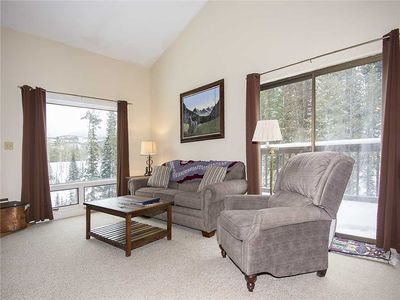 Priced great - budget townhome spacious with vaulted ceilings & flat screen TV