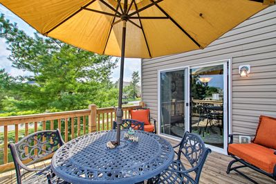 Make this great 3-bed, 2.5-bath vacation rental your St. Louis home base for 6!