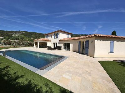 Photo for Air-conditioned villa with 3 suites, pool, walking distance to the center and 20km from the sea