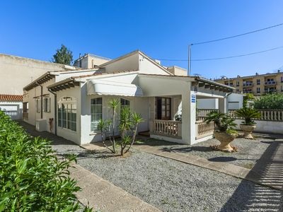 Photo for Central holiday home close to the beach – Casa Amorós