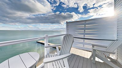 Impressive 3 BR Condo Located Directly on Lake Erie with Pool - 10 ppl max