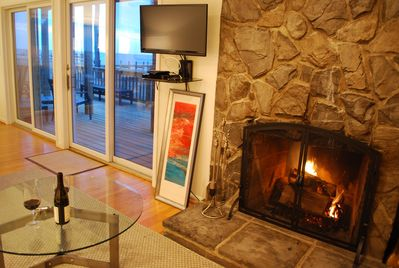 Wood fire with Bay views!  Firewood provided.