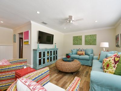 Photo for Tropical Breeze Resort - Ground Level. Large 1 Bedroom Suite w/ Full Kitchen. Close to Beach and Village. INCLUDED: Daily Housekeeping, Bikes, 2 Pools/1 Spa, Beach Chairs, Beach Towels, WiFi, Parking , Games, BBQs and More!