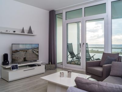 Photo for 2 bedroom apartment for up to four people in an exclusive location with sea views.
