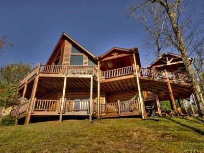 Amazing views abound in this lodge style cabin nestled in the Blue Ridge mountains