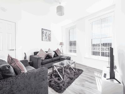 Photo for Casa Fresa - Cowgate Apartment -Modern City Centre
