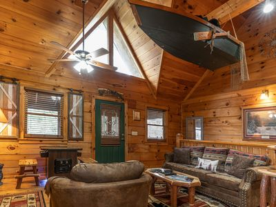 Location! Beautiful honeymoon log cabin less than a mile from the Parkway