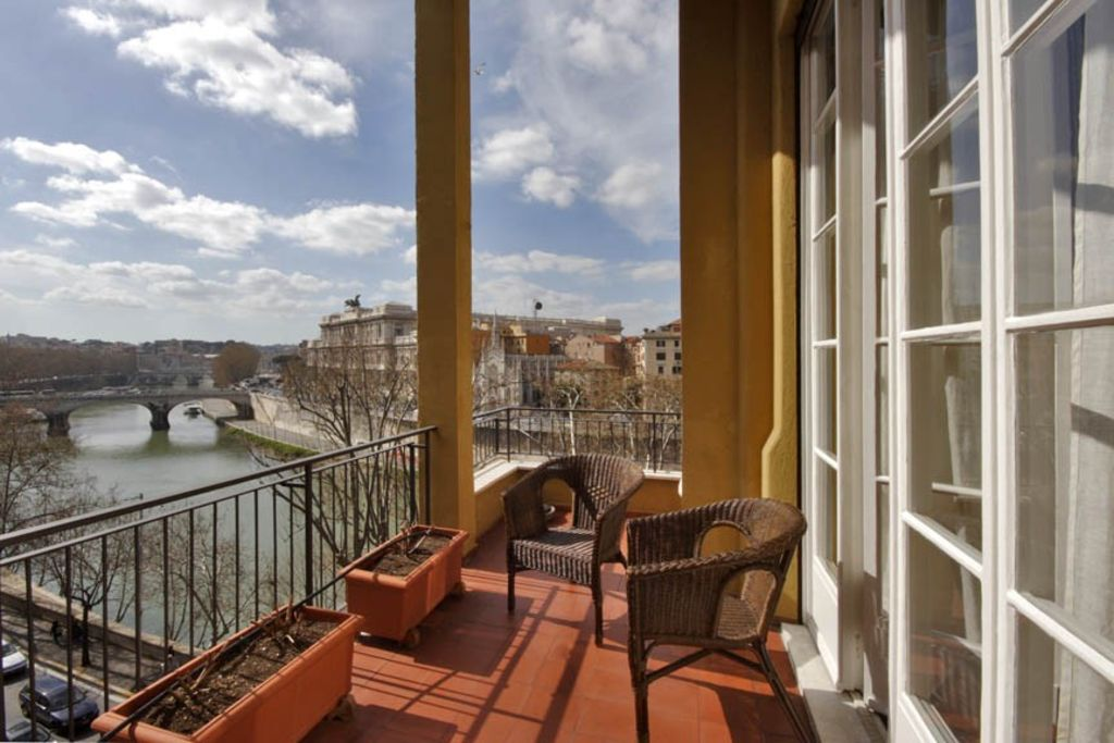 Centro Storico Apartment Rental   TIBER VIEW