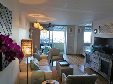 **NEW LISTING** Island Chic meets Tropical Comfort In Vibrant Waikiki