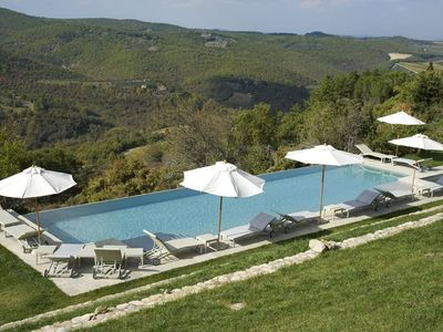 Photo for 4 bedroom villa in Tuscany