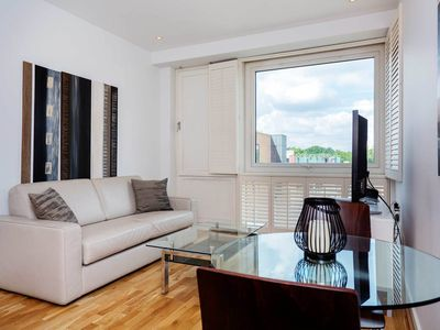 Photo for Sleek 1 bedroom apartment in luxurious Chelsea (Veeve)
