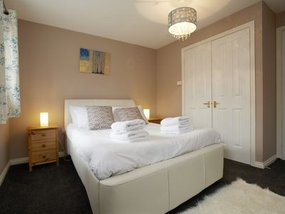 Photo for Close to Leeds city centre, with free parking,  WiFi and Netflix included.