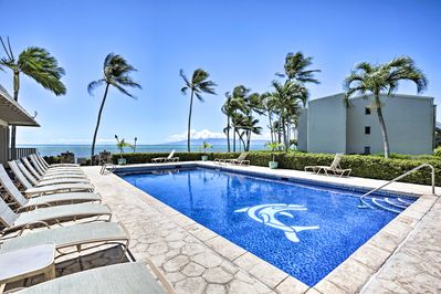 This condo for 4 grants you access to a pool, beach and tennis courts!