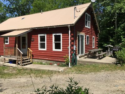 Cozy log cabin, your view as you drive in! Back patio, table and grill