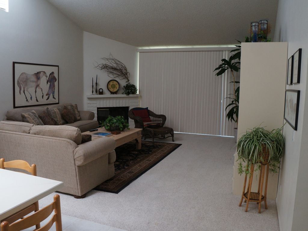Long term rentals in palm springs ca - Great Room With Lots Of Room For Entertaining