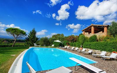Photo for Villa Vale located on the hills in Tuscany, with 8 bedrooms, it can accommodate 15 guests.