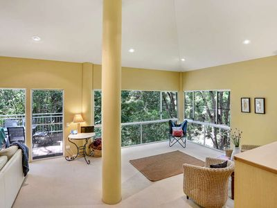 Elevated Tree House Surrounded by Noosa's Rainforest, Walk Down To Beach