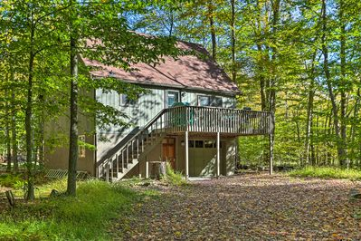 Experience Pocono Lake to the fullest from this 2BR, 1BA vacation rental home!