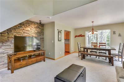 Zurich Place - Truckee - Tahoe Donner  - Spacious Living Room & Dining area