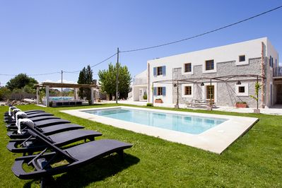House, garden, pool and chill out