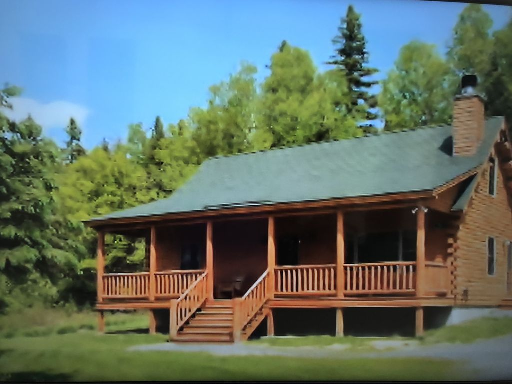 Rangeley lake resort three bedroom cabin in homeaway for Cabin rentals in maine with hot tub