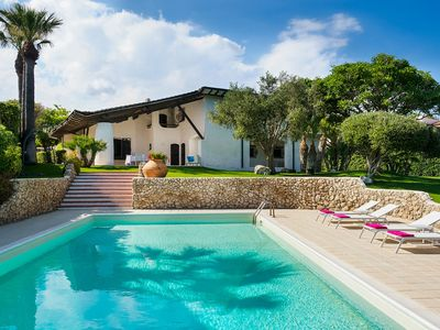 Photo for Exclusive villa with private swimming pool that enjoys a splendid seafront view