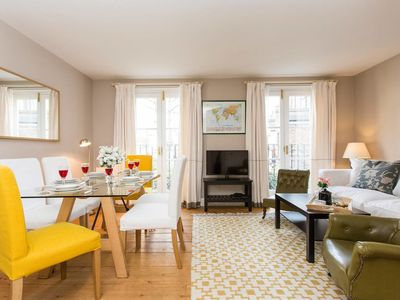 Photo for Stylish 2-Bed Flat in Central London