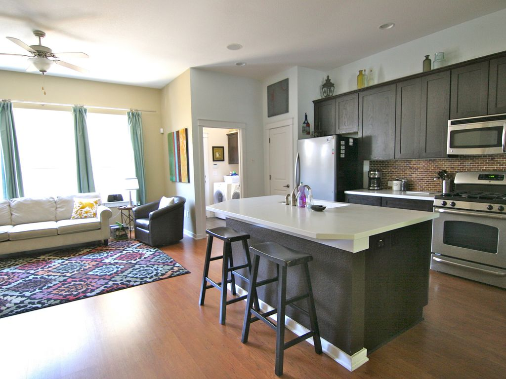 The Zach Scott - 2BR/2.5BA - Charming Family Town Home - Pool Access!