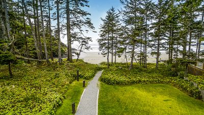 Photo for 3BR Luxury Family Townhouse on Tofino's Chesterman Beach
