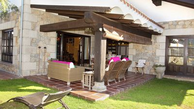Photo for Chalet with fireplace, pool and barbecue in the Valle del Tietar
