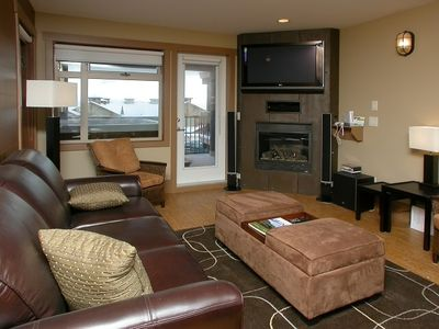Photo for The Raven - 2 Bedroom, 2 Bath Condo-Sleeps 6. Hot Tub, Swimming Pool