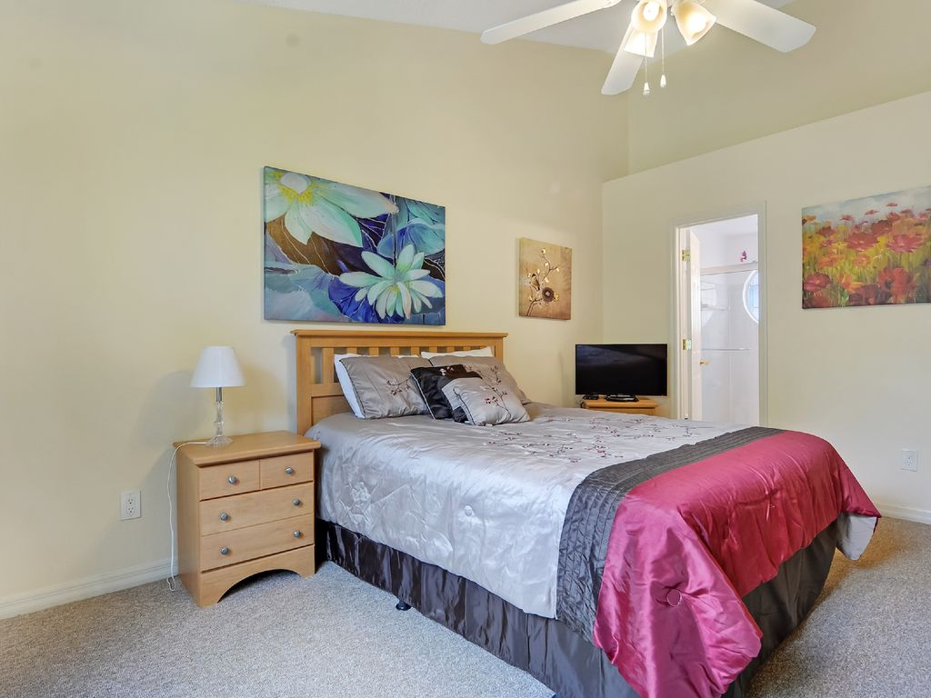 3 bedroom condo with community amenities celebration for A bedroom community