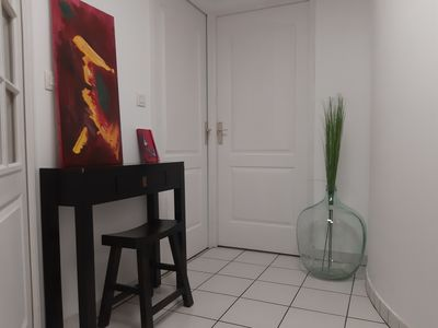 Photo for Bright apartment with garage, balcony and 1 minute from the metro