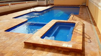 Swimming pool with kids pool and jacuzzi