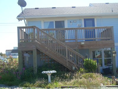 2bd 2fb apt located 1 block from beach with ocean view . Quiet & peacefull
