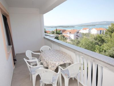 Photo for Two bedroom apartment with terrace and sea view Murter