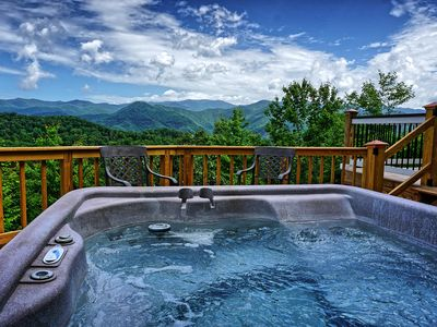 Photo for Lookout Lodge: 4 BR / 2.5 BA cottage in Bryson City, Sleeps 10