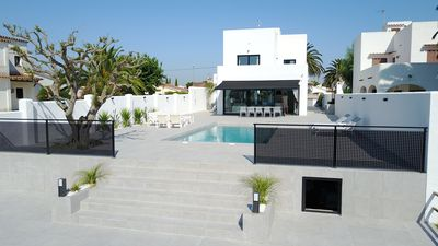 Photo for Empuriabrava Magnificent Villa on canal 10 people