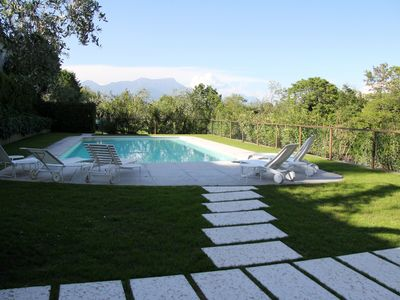 Photo for Holiday house in villa near the lake: terrace, swimming pool with solarium and barbecue