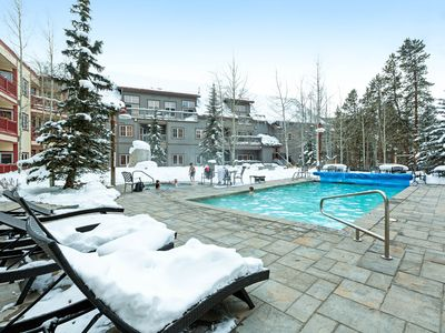 Photo for Enjoy a shared pool/hot tub at this condo within walking distance of gondola