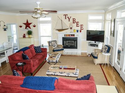 Fabulous 4 bdrm Tybee home with pool & hot tub. Last Minute Discounts Available